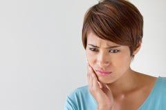 Zmartwienie kobieta z toothache, oralny problem zdjęcia stock