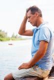 Zmartwiony i przygnębiony mężczyzna Zdjęcie Stock