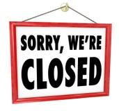 Zmartwiony jesteśmy Zamykającym obwieszenie znaka sklepu zamknięciem Obrazy Royalty Free