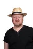 Zmartwiony w średnim wieku mężczyzna w słomianym kapeluszu zdjęcia stock