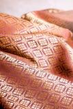 Zmięta tajlandzka jedwabnicza tkanina, tło Obraz Royalty Free