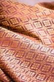 Zmięta tajlandzka jedwabnicza tkanina, tło zdjęcia royalty free