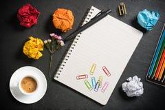 Zmięty papier i notatnik z pustą stroną i zdjęcie royalty free