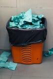 Zmięty papier w kubeł na śmieci Fotografia Royalty Free