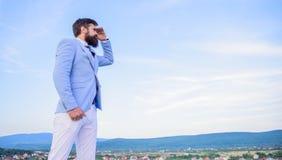 zmiana kursu Nowy biznesowy kierunek Szukać sposobności i nowe szansy Mężczyzny kostiumu kierownika formalny patrzeć obrazy stock