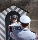 Zmiana strażnik w Praga Kasztelu Fotografia Royalty Free