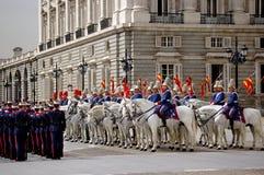 zmiany straży pałacu królewskiego Madryt Hiszpanii Zdjęcia Royalty Free