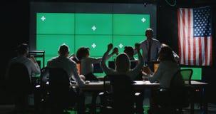 Zmielona załogi odświętność w kontrolnym pokoju zbiory wideo