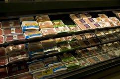 Zmieloni mięsa w sklepie spożywczym Zdjęcie Stock