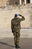 Zmieniać strażnika przy grobowem Niewiadomy żołnierz w Athenes Zdjęcia Stock