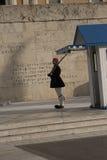 Zmieniać strażnika przy grobowem Niewiadomy żołnierz w Athenes Obraz Royalty Free