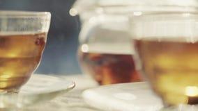 Zmienny ogniskowanie spokojny życie z herbatą zbiory