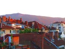 Zmierzchów dachy w Sofia mieście zdjęcie stock