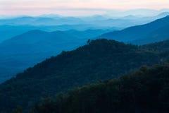 Zmierzchów pogórzy Parkway gór Dymiący park narodowy Tennessee Zdjęcia Royalty Free