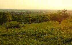 Zmierzch łąka z ścieżką Odległa wioska Obrazy Royalty Free