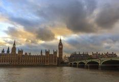 Zmierzch chmurnieje nad Westminister Obraz Royalty Free