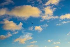 Zmierzch chmury Niebieskiego nieba i pomarańcze chmury Obraz Royalty Free