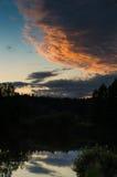 Zmierzch fotografia w chmurach i odbiciach Obrazy Royalty Free