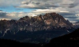 Zmierzch gór krajobrazu panoramiczny widok Dolomitu szczyt Obrazy Stock