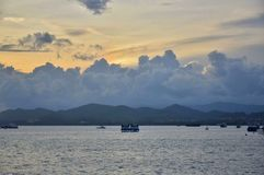 Zmierzch i łódź w morzu przy Eagle Obciosujemy fotografia royalty free