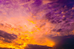 Zmierzch i chmura w niebie Zdjęcia Stock