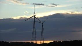 Zmierzch i dwa silnika wiatrowego zdjęcie wideo