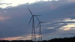 Zmierzch i dwa silnika wiatrowego zbiory