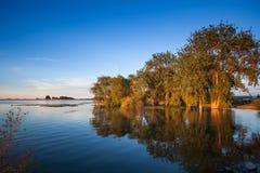 Zmierzch i jezioro Obraz Stock
