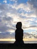 Zmierzch i Moai Obrazy Stock