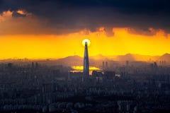 Zmierzch i piękny niebo przy Lotte światowym centrum handlowym w Seul, Południowy Korea Najlepszy widok Południowy Korea przy Nam Obraz Stock