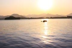 Zmierzch jeziora widok Zdjęcie Royalty Free