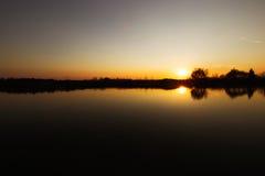Zmierzch jezioro i piękny sceneria krajobrazu pojęcie Zdjęcie Royalty Free