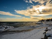 Zmierzch Marznąca zima Śnieżny Jeziorny Ontario Obrazy Stock