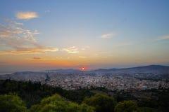 Zmierzch na Ateny od FILOPAPPOU wzgórza zdjęcia stock