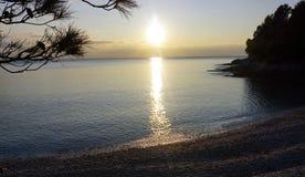 Zmierzch na błękitnej lagunie w Chorwackim dennym wybrzeżu Obrazy Stock