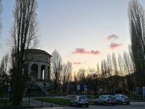 Zmierzch na Ferrara& x27; s dziejowy akwedukt obrazy royalty free