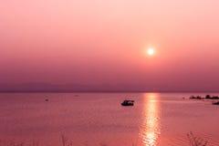 Zmierzch na górze i jeziorze Zdjęcie Royalty Free