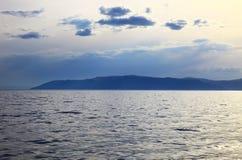 Zmierzch na jeziornym Baikal zdjęcia royalty free