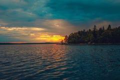 Zmierzch na Jeziornym Ladoga Zdjęcia Stock