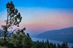 Zmierzch na Jeziornym Tahoe w Kalifornia przy półmrokiem Obrazy Royalty Free