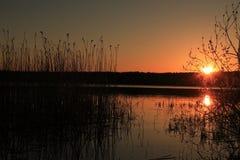 Zmierzch na jeziorze Zdjęcia Royalty Free