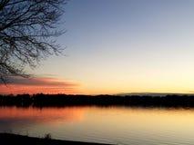 Zmierzch na jeziorze zdjęcie stock
