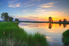 Zmierzch na jeziorze blisko Kostinbrod, Bułgaria fotografia royalty free