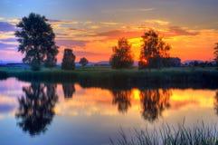 Zmierzch na jeziorze blisko Kostinbrod, Bułgaria zdjęcie royalty free