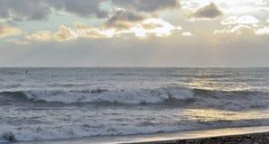 Zmierzch na morzu podczas burzy Obrazy Royalty Free