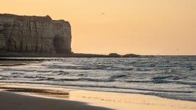 Zmierzch na Omaha Plażowym niskim przypływie Normandy Francja zdjęcia royalty free