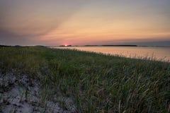 Zmierzch na piaskowatej plaży płycizny zatoce Zdjęcia Royalty Free