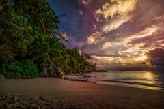 Zmierzch na raj plaży przy anse georgette, praslin, Seychelles 4 zdjęcia royalty free