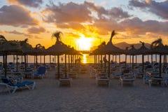 Zmierzch na Santa Ponsa plaży playa, Mallorca, Hiszpania zdjęcie royalty free