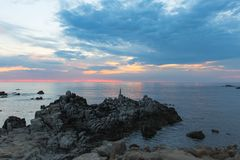 Zmierzch na Skalistym Monterey Ca, obrazy royalty free